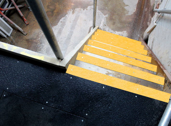 5. Anti-slip stair nosing, anti-slip floor sheets applied to stairways and walkways.