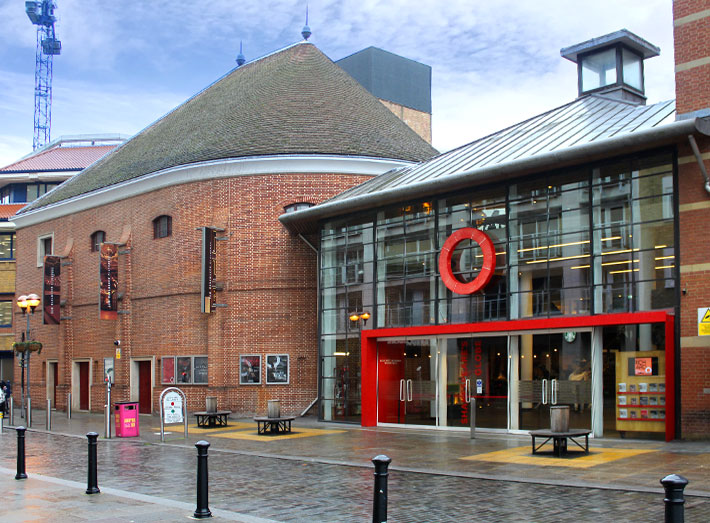 The Third Globe, completed in 1997, now called Shakespeare's Globe Theatre.