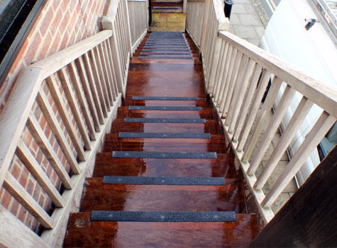 6. Rapid & easy installation to steps and staircases.