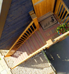 Top floor access steps with grip strips