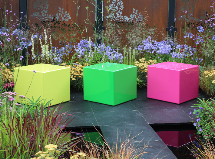 Cube seats, flanked by two magnificent borders of stunning flowers in all colours, shapes and sizes.