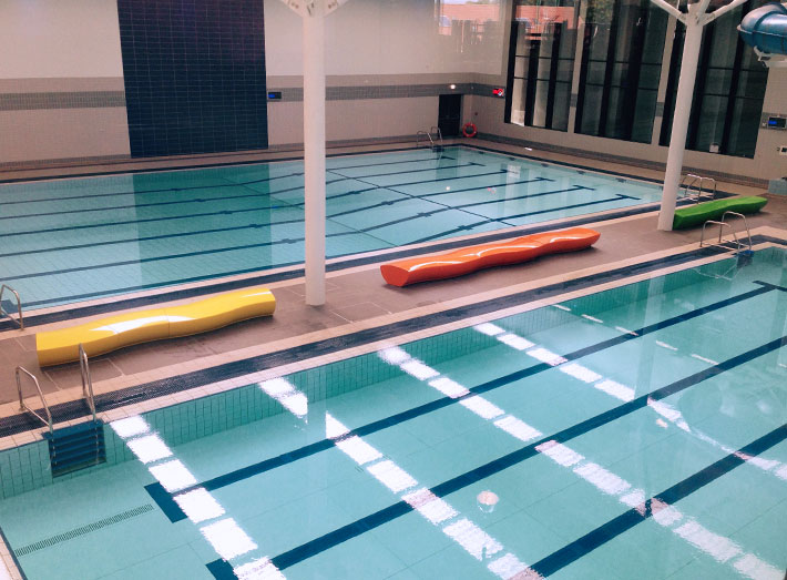 The modular Serpentine seats were fitted together to create three wave-like effects by the side of the pool.