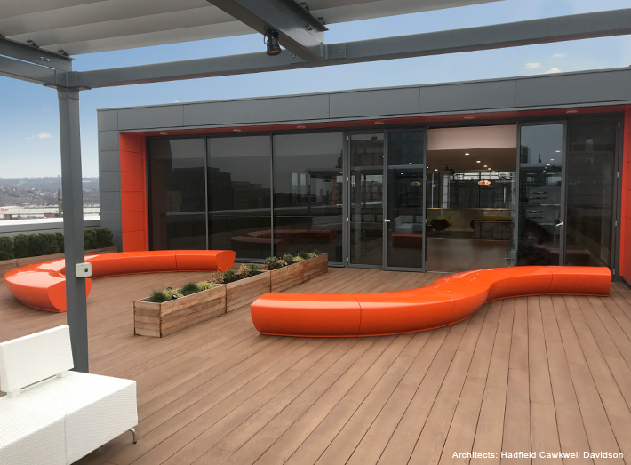 Modular Serpentine seats create meeting areas.
