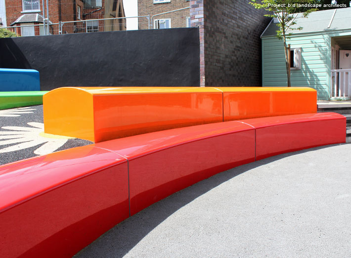 Arena creates ultimate impact in any environment thanks to its gently curved modular seats.