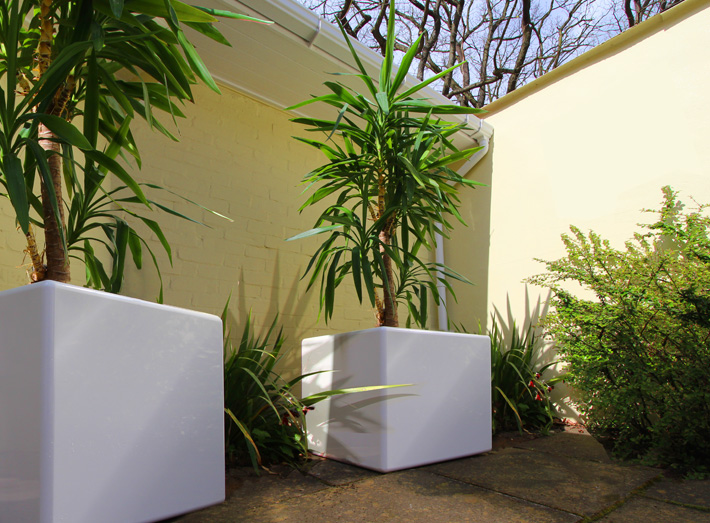 Create a striking Cube planter arrangement in gardens, patios and parks, large or small.