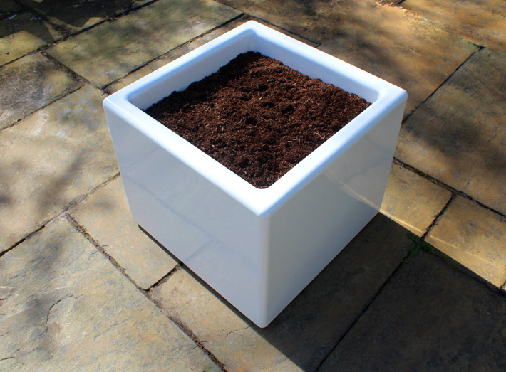 Cube planters can be made in any BS/RAL colour to match any interior or corporate colour.