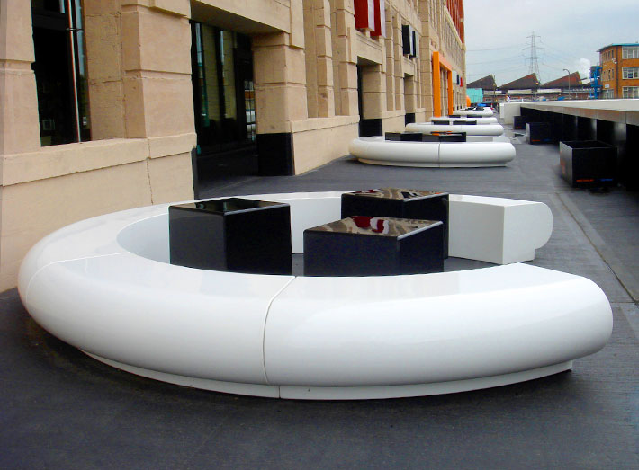 Corona creates a C-shaped seating option for large contemporary meeting spaces.