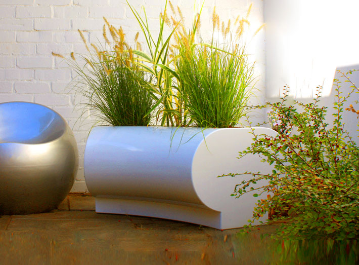 Halo garden planters are ideal as standalone features or part of a modular display.