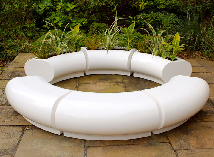 A striking Halo planter and matching seating centrepiece for gardens, patios and parks.