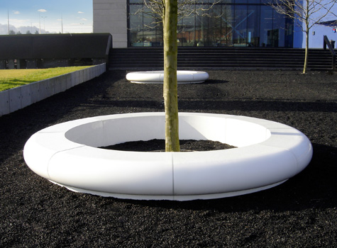 6. Corona full circle, ideal to frame trees and other garden features.