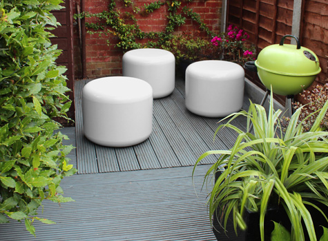 4. Rondo seating and tables create a welcoming space.