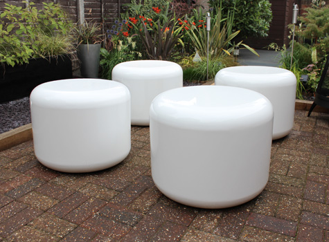 2. Contemporary in design with simple lines, big curves & great colours.