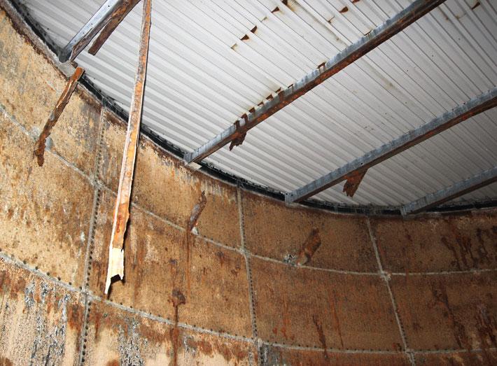 Sprinkler tank roof top corrosion.